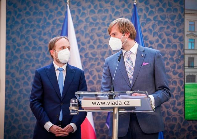 Минздрав Чехии планирует смягчить масочный режим в транспорте