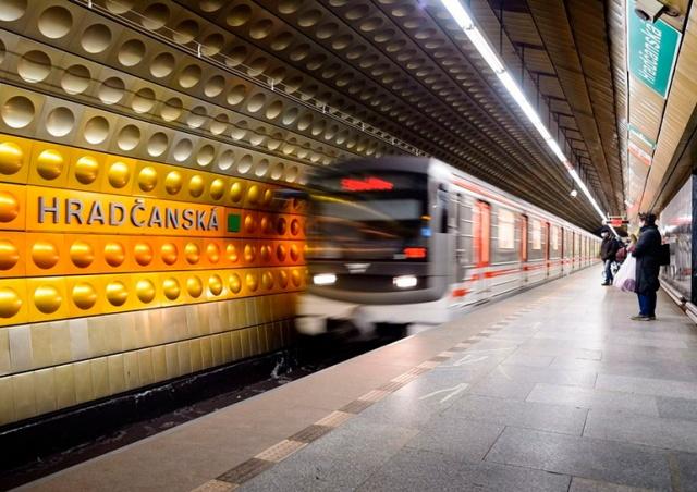 Прага продлит работу метро