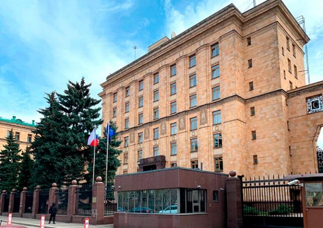 Посольство Чехии в Москве вынужденно сократило 89 российских работников