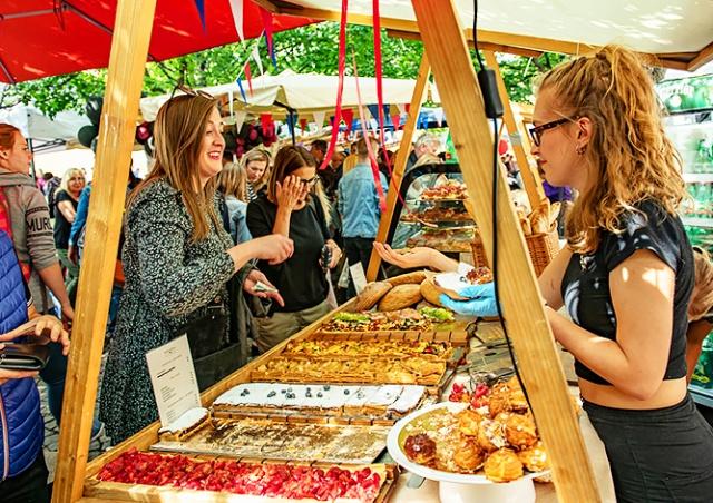 В центре Праги откроется французский продуктовый рынок