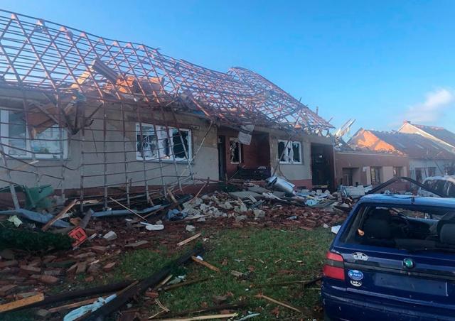Число жертв торнадо в Чехии возросло до трех