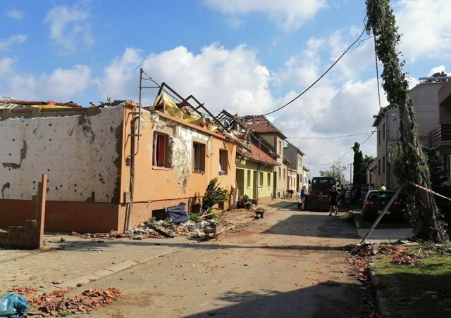 Как помочь пострадавшим от торнадо жителям Южноморавского края