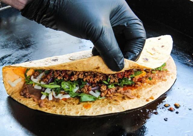 В Праге пройдет фестиваль уличной еды Food Truck Show