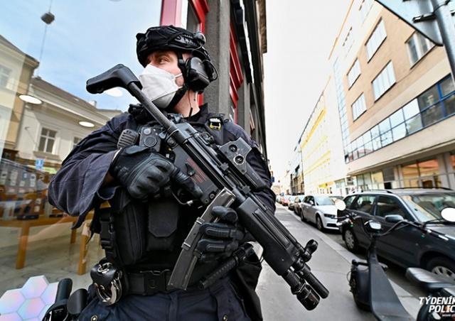 В Праге хозяйка квартиры «натравила» спецназ на арендаторов-иностранцев: видео
