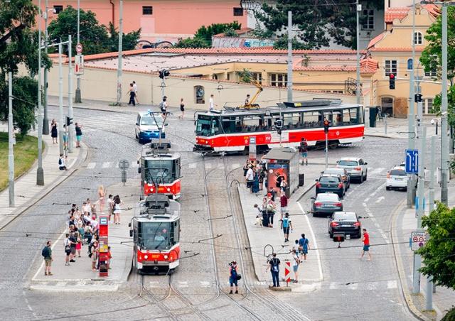 Прага попрощалась с трамваями T6A5: видео