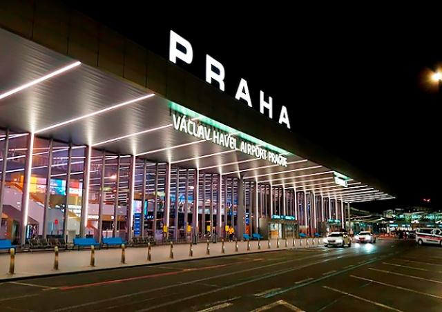 Вернувшихся из Туниса чешских туристов не впустили в Прагу из-за сомнительных тестов