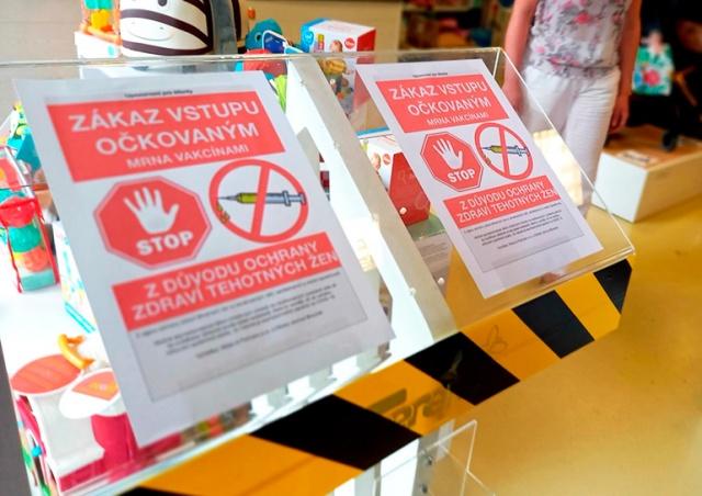 В Чехии магазин запретил вход людям, привитым от коронавируса