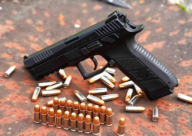 Чехия конституционно закрепит право граждан на защиту с оружием