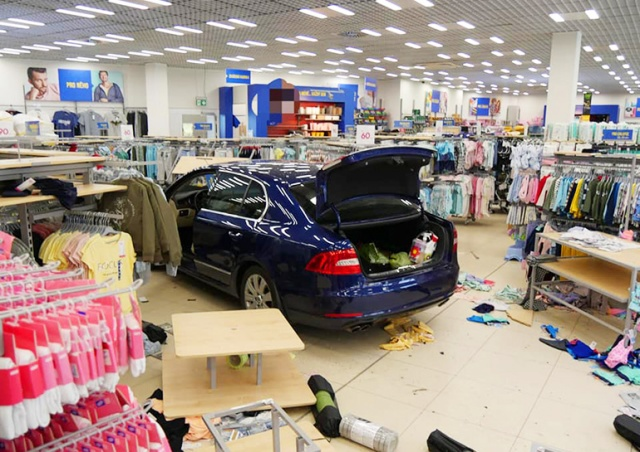 В Чехии пенсионерка на «Шкоде» въехала в магазин