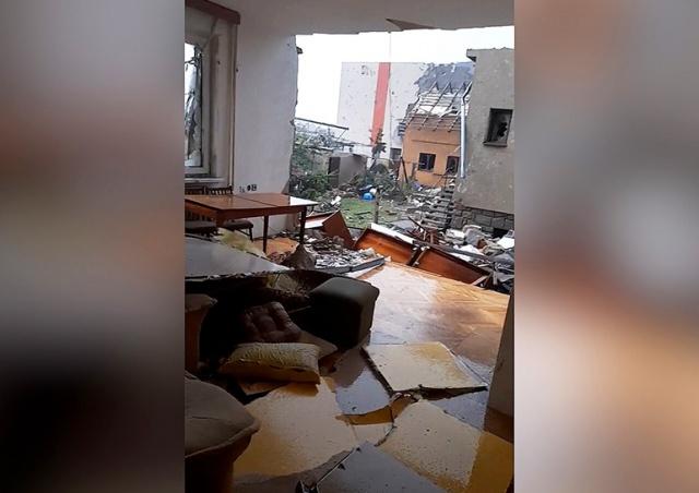 «У нас больше нет стены»: опубликовано новое видео торнадо в Чехии