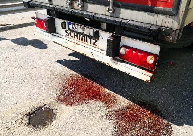 Полиция не впустила в Чехию кровавую фуру из Польши
