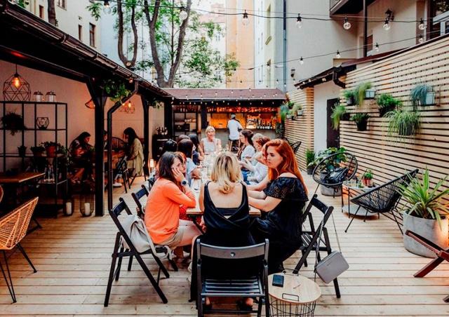 11 необычных летних кафе в Праге