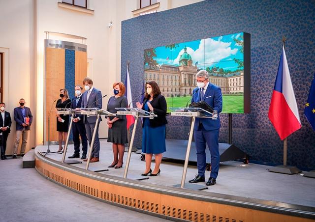 Правительство Чехии изменило дату очередного смягчения карантинных мер