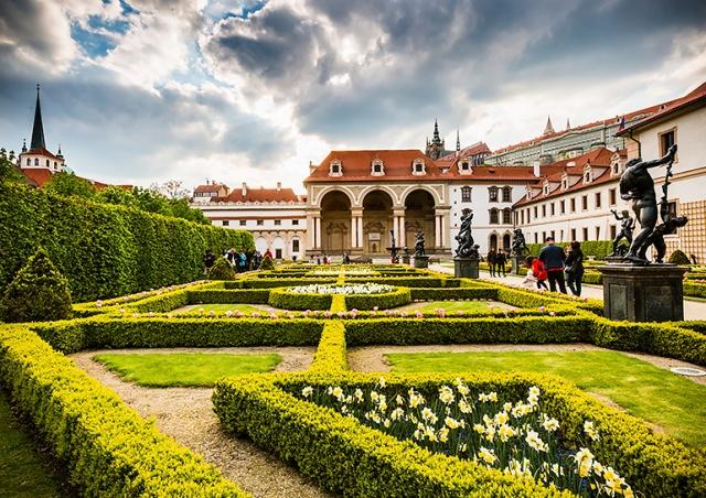 Симфонический оркестр Праги даст два бесплатных концерта в Вальдштейнском саду