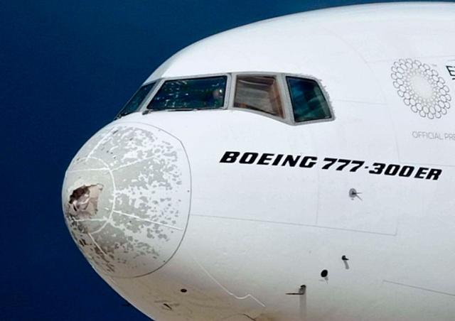 В Италии крупный град «изрешетил» взлетевший пассажирский Boeing