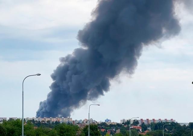 На окраине Праги сгорел склад: ущерб 120 млн крон