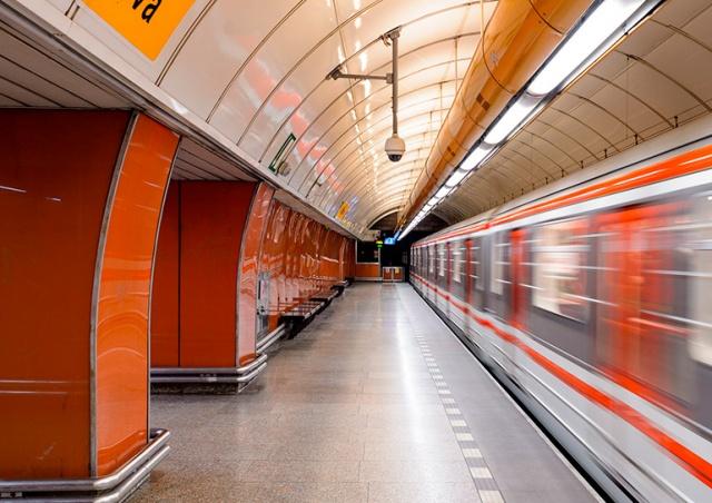 В Праге продлили график работы метро