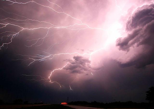 В Чехии объявили предупреждение об очень сильных грозах