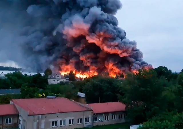 В пражском районе Летняны произошел крупный пожар: видео