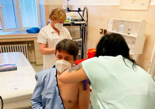 Полный курс вакцинации от коронавируса прошли 47% жителей Чехии