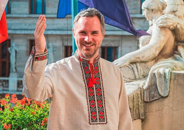 Мэр Праги в вышиванке поздравил Украину с Днем независимости