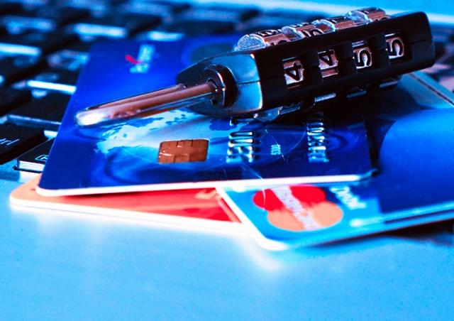 Российские хакеры выложили данные 1 млн банковских карт, в том числе чешских