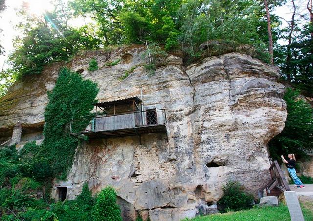 В Чехии продают квартиру в скале