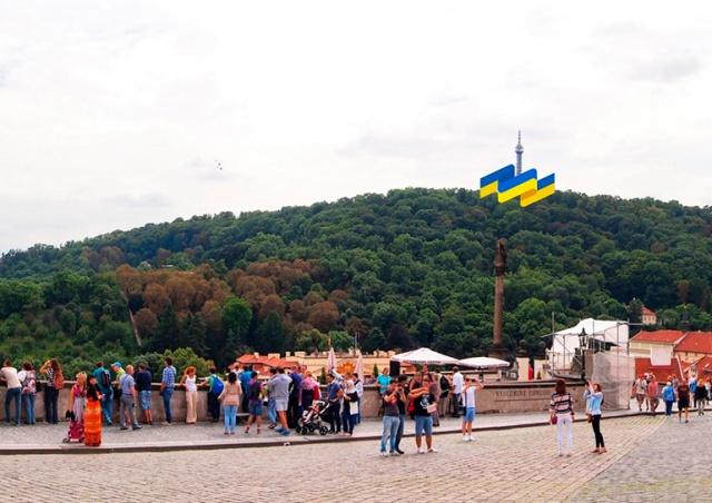 Петршинская башня в Праге окрасится в цвета украинского флага