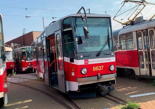Прага выставила на продажу старые трамваи и автобусы