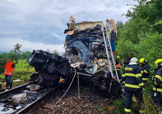 В Чехии столкнулись два пассажирских поезда: десятки пострадавших