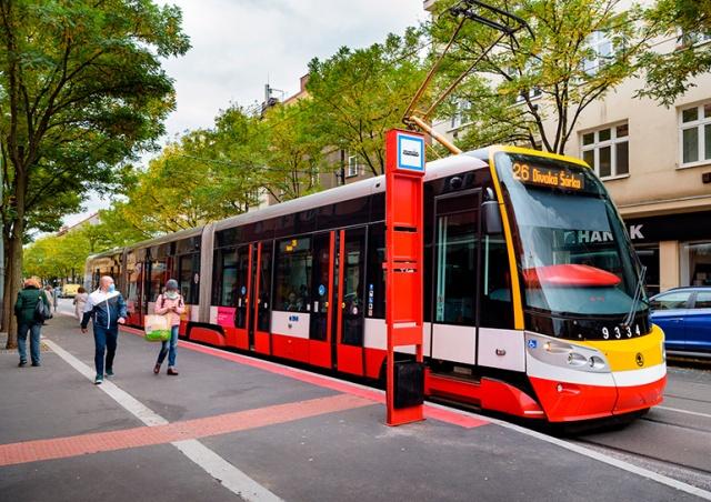 Пражские автобусы и трамваи вновь начнут открывать двери «по кнопке»