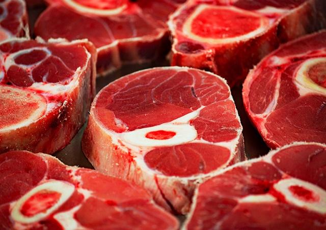 Житель Чехии 35 раз крал мясо из магазина: видео