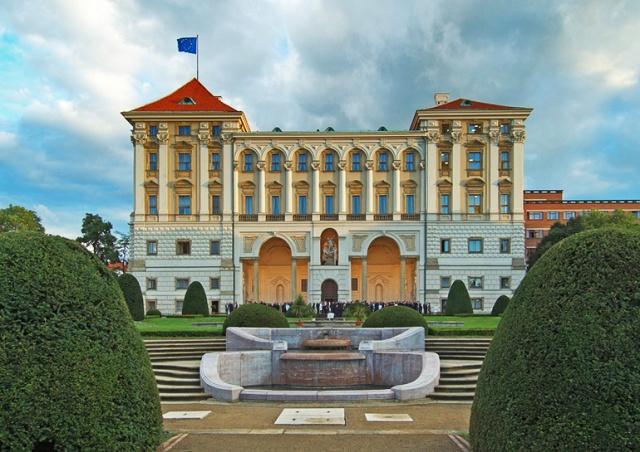 Чехия призвала Лукашенко прекратить репрессии и отпустить политзаключенных