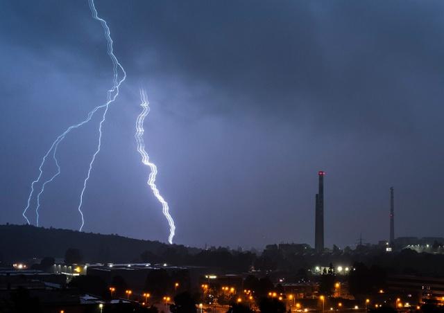 В Чехии фотограф запечатлел редкий вид молнии