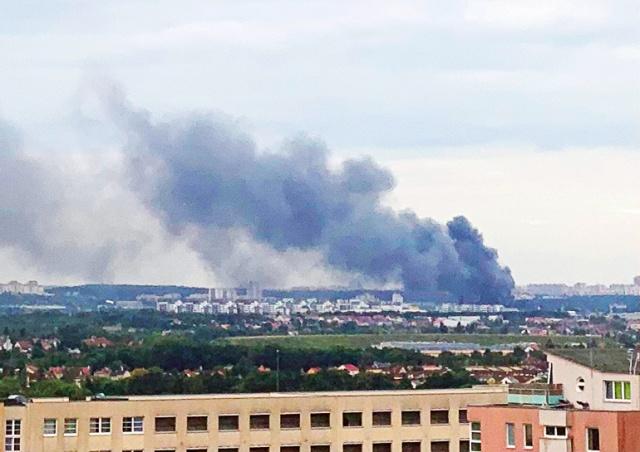 На окраине Праги произошел крупный пожар: видео