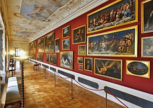 Роскошный дворец Минкульта в Праге на один день откроют для туристов