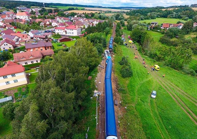 Последствия столкновения поездов в Чехии сняли с воздуха: видео