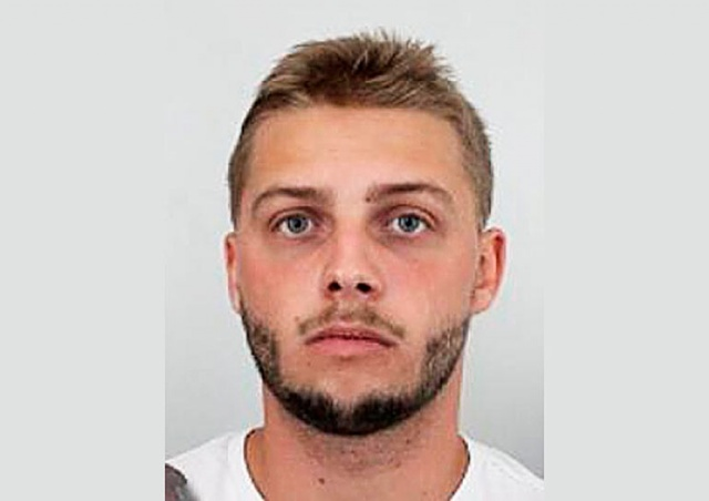В Праге разыскивают вооруженного мужчину