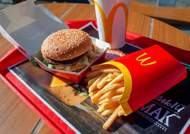 McDonald's зарегистрирует в России товарный знак «Макдак»