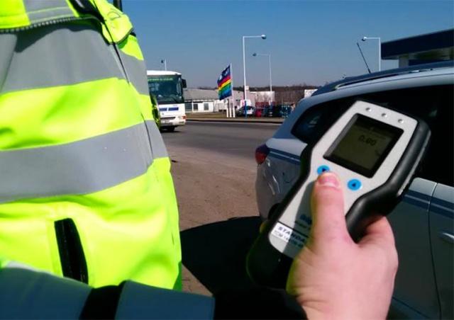 В Чехии полиция остановила рекордно пьяного водителя: видео