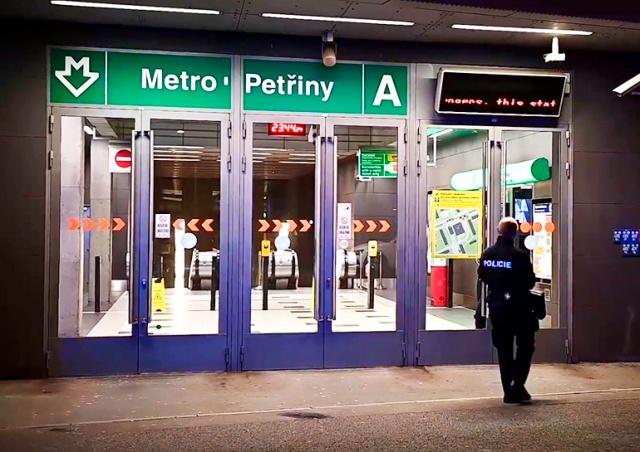 Женщина погибла под колесами поезда в пражском метро