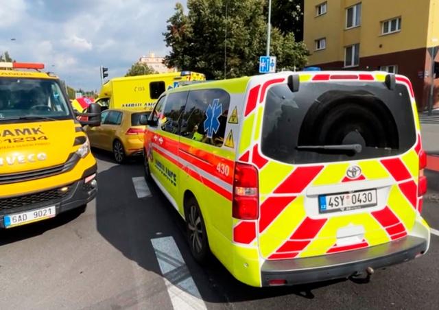 В Праге перевозившая пациента «скорая» попала в ДТП