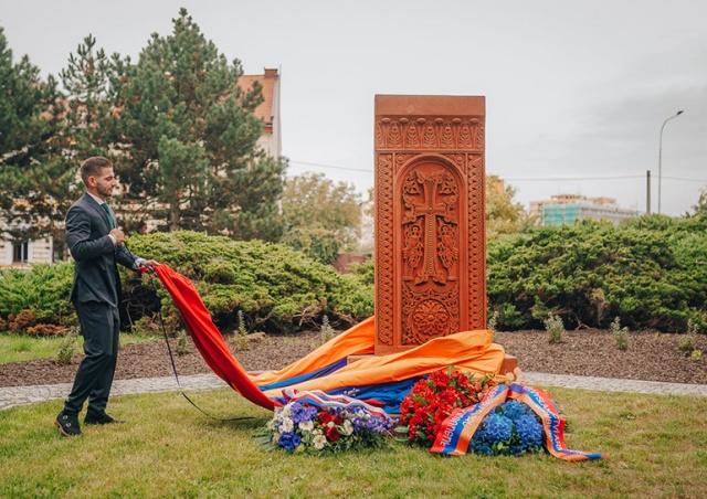 В Чехии установили памятник жертвам геноцида армян