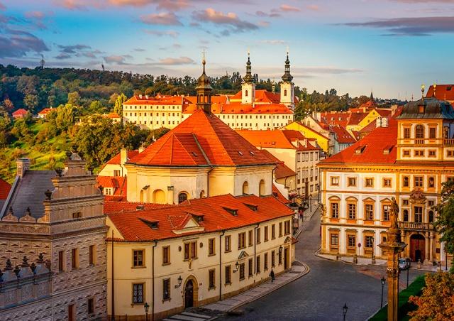 Синоптики: теплая погода задержится в Чехии
