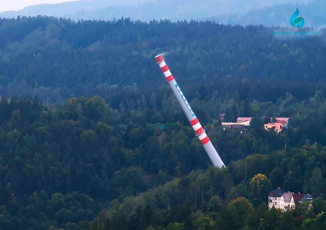В Яблонце-над-Нисоу снесли высотную доминанту города: видео
