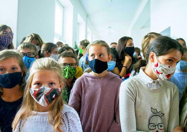 В чешской школе 23 антигенных теста показали положительный результат. Повторные PCR - ни одного