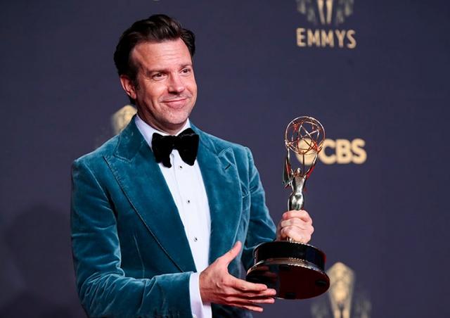 «Корона», «Ход королевы» и «Тед Лассо» получили «Эмми» как лучшие сериалы