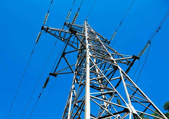 В Чехии электромонтеры выжили после удара током на ЛЭП