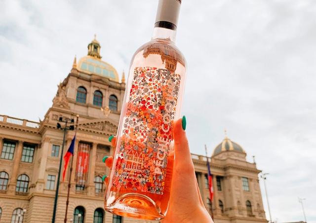 Пражский магазин LÁHVE объявил распродажу розовых вин из Франции