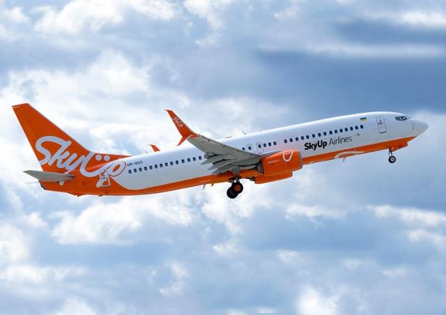 Украинский лоукостер SkyUp начнет летать между Киевом и Прагой